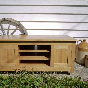 QUARTER SAWN OAK TELEVISION UNIT