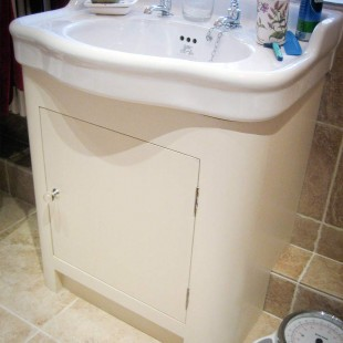 BATHROOM BASIN UNITS