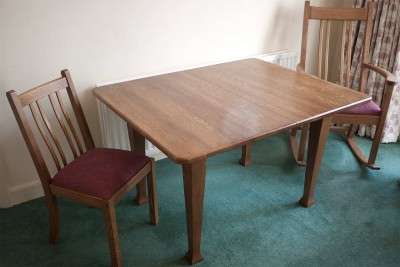 Closed quarter sawn oak table